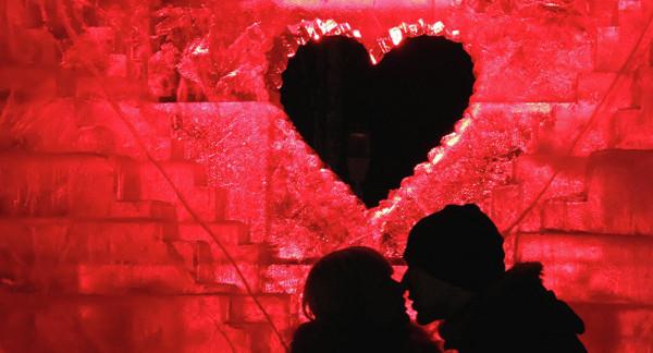 """مقابل شطيرة برغر.. مطعم يوفر عرضاً """"غريباً"""" في عيد الحب"""