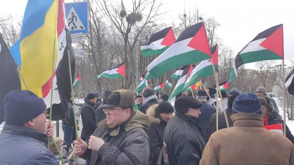 الجالية الفلسطينية بأوكرانيا تنظم وقفة احتجاج رفضا لصفقة القرن