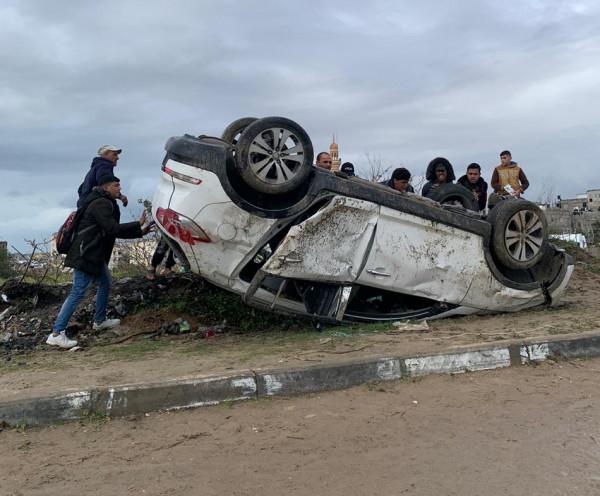 شاهد: إصابة مواطنيْن شقيقيْن إثر انقلاب سيارتهما بحادث سير ذاتي شمال القطاع