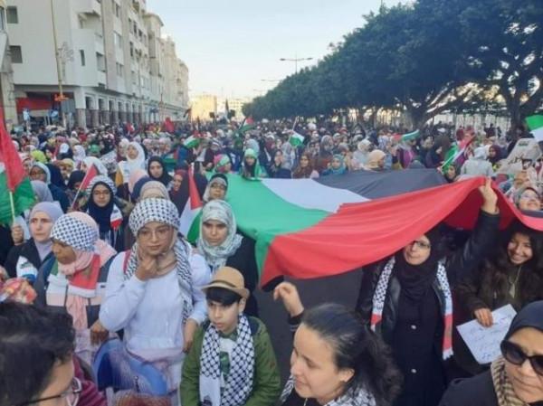"""آلاف المغاربة يشاركون في مسيرة تضامنية مع شعبنا ورفضا لـ""""صفقة القرن"""""""