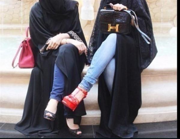 حافظ للقرآن.. موظف سعودي طلب قبلة من زميلته فكانت هذه عقوبته
