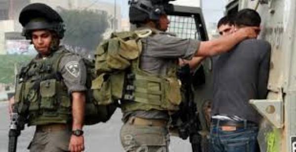 الاحتلال يعتقل طفلا من مخيم العروب شمال الخليل