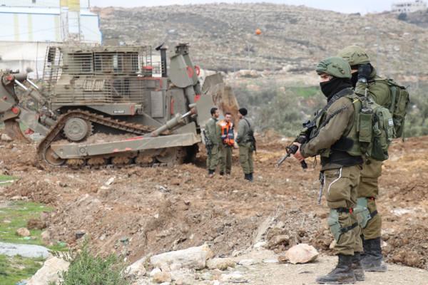 بلدية الخليل تستنكر إقدام قوات الاحتلال على تجريف سوق الحلال