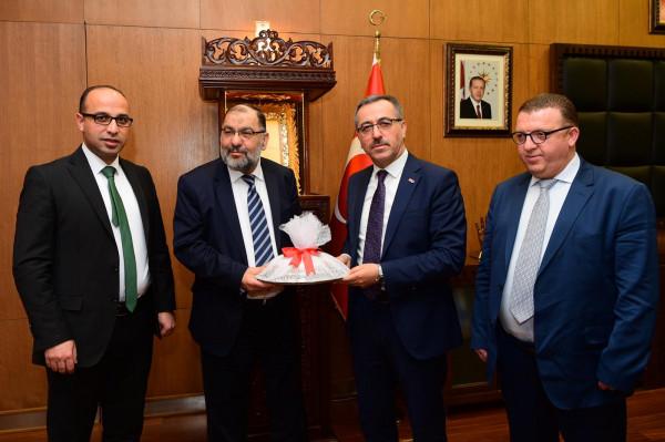 """بلديتا الخليل و""""كاهرمنمراس"""" توقعان اتفاقية صداقة وتعاون في تركيا"""