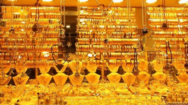 انخفاض أسعار الذهب مع تراجع حالات الإصابة بكورونا