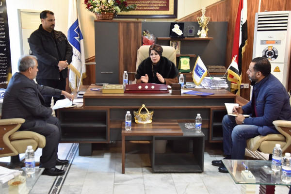 رئيس الادارة الانتخابية تزور مكتب انتخابات الرصافة
