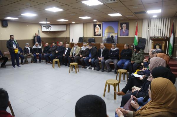 محافظ طولكرم يؤكد مكانة ذوي الشهداء وينقل للمعتمرين تحيات الرئيس