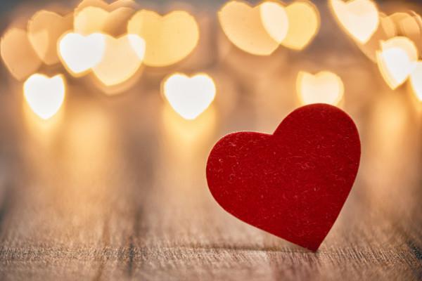"""بعدما أجازه الإفتاء بمصر.. ماحُكم الاحتفال بـ """"عيد الحب""""؟"""