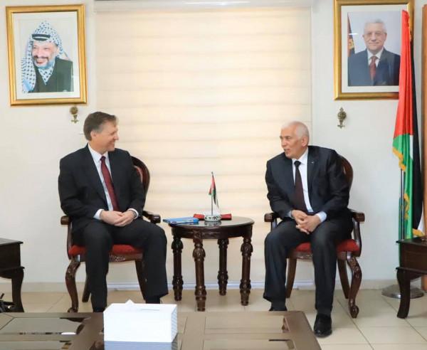 حميد يطلع قنصل بريطانيا على اوضاع بيت لحم