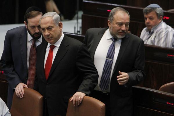 ليبرمان يُهاجم نتنياهو ويطالبه بالاستقالة من زعامة حزب (ليكود)