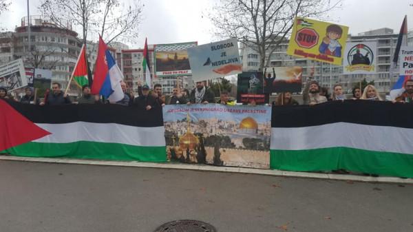 الجالية الفلسطينية في صربيا تنظم وقفة ضد اعلان ترامب