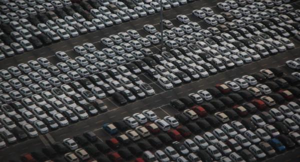 شاهد: كارثة داخل ساحة انتظار سيارات
