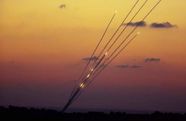 القناة 13 تزعم: حماس أرسلت رسائل بأنه سيتم وقف البالونات والصواريخ مقابل الهدوء