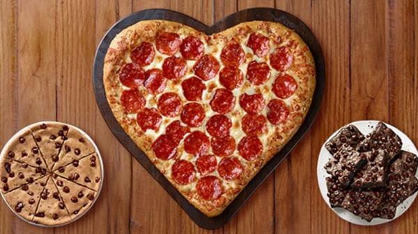 بيتزا قلب للفلانتين