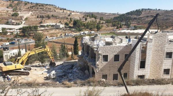 الاحتلال يهدم منزلين في الضفة إحداهما بالقدس
