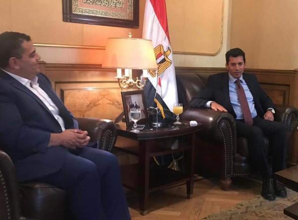 مهنئاً بتتويج الزمالك بالسوبر الإفريقي.. هنية يهاتف وزير الشباب والرياضة المصري