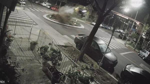 """شاهد: قادت سياراتها ثملة فارتكبت حادثا """"جنونيا"""""""