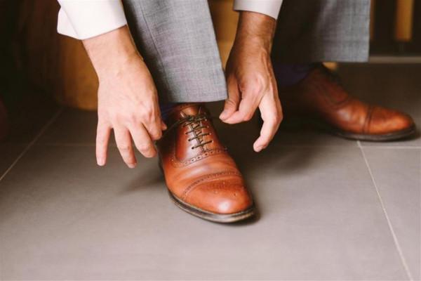 أبرزها ارتداء الأحذية المتهالكة.. 20 عادة خطيرة نمارسها يوميًا
