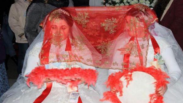 شاهد: حفل زفاف لشقيقتين دون عريس بتركيا