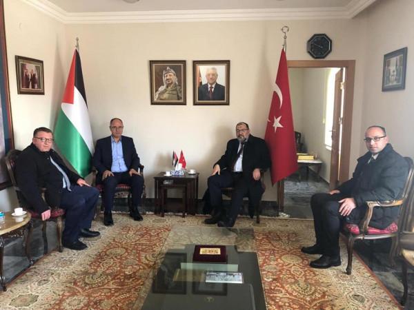 رئيس بلدية الخليل يعود إلى أرض الوطن بعد جولة عمل في تركيا