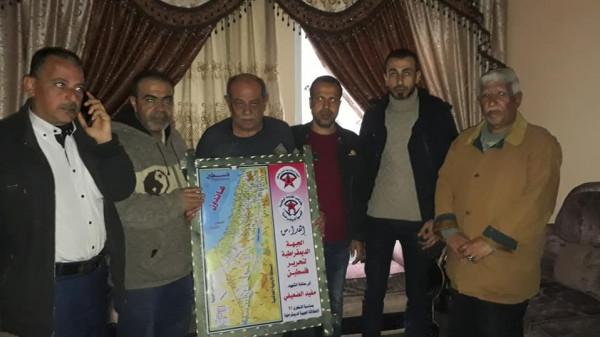 وفد من الديمقراطية يزور عوائل الشهداء في شمال غزة