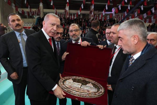 رئيس بلدية الخليل يلتقي رئيس الجمهورية التركية