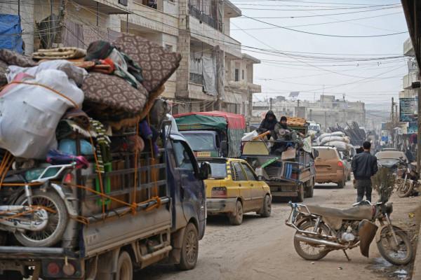 بسبب هجوم القوات الحكومية.. نزوح نحو 875 ألف سوري لشمال غرب سوريا