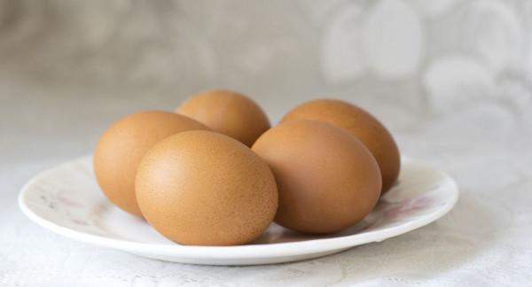 هذه الأسباب التي تمنع حفظ البيض في بوابة الثلاجة