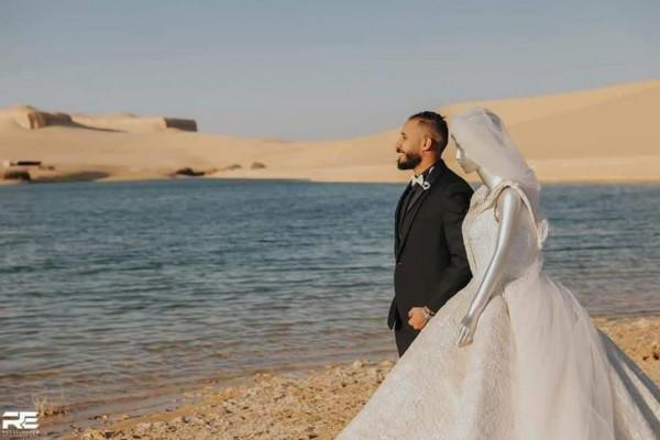 تعرف على قصة صاحب أغرب فوتوسيشن مع عروسة مانيكان