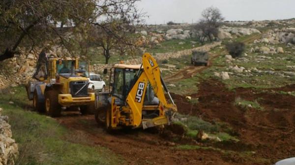 نابلس: الاحتلال يجرّف أراضي في جالود لربط مستوطنتين ببعضهما