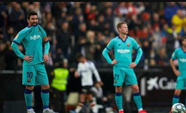 بعد فضيحة برشلونة.. لابورتا يطالب إدارة النادي بالاستقالة