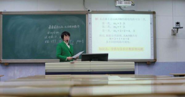 """200 مليون طالب صيني يتحدون """"كورونا"""" ويعودون للدراسة... ولكن على طريقتهم الخاصة"""