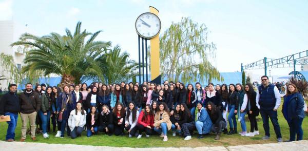 طالبات مدرسة الراهبات الوردية يشاركن في تجارب علمية في جامعة النجاح
