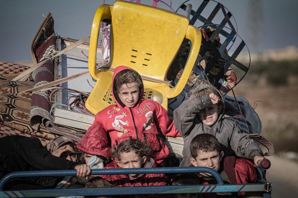 وفد من قطر الخيرية يوزع مساعدات عاجلة للنازحين السوريين