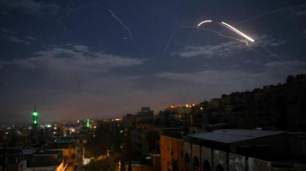 """النظام السوري يُعلن تصدي دفاعاته لـ """"أهداف معادية"""" في اللاذقية"""