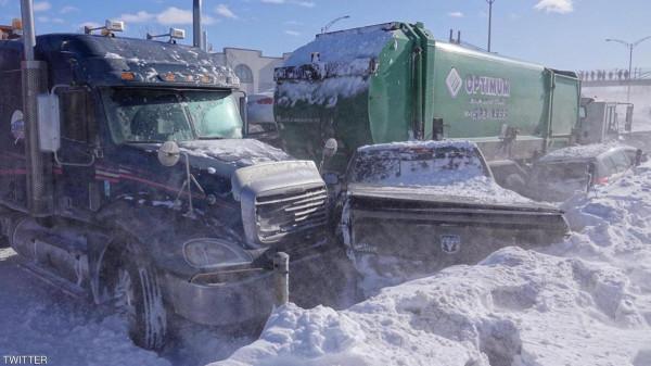 شاهد: حادثٌ ضخم بين 200 مركبة بسبب الثلوج