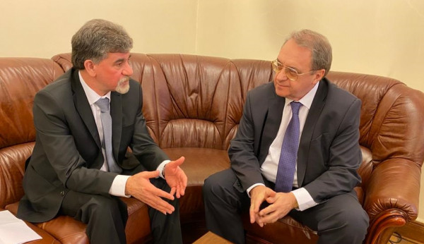 نائب بوتين يؤكد دعم بلاده لخطة الرئيس للسلام ورفض (صفقة القرن)