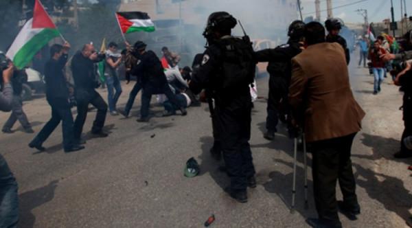 الاحتلال يقمع مسيرات في الضفة الغربية وإصابة العشرات