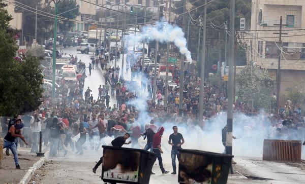 بيت لحم: إصابات بالاختناق واحتجاز مصور في مواجهات ببلدة تقوع