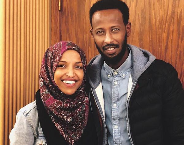 النائبة الأمريكية المسلمة إلهان عمر تتزوج من شقيقها