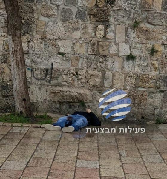 شاهد: استشهاد شاب برصاص قوات الاحتلال بالقدس