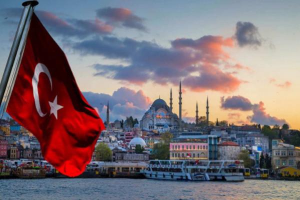 الوجه القبيح لحياة الفلسطينيين بتركيا.. من الفقر للنصب والإدمان إلى الخذلان