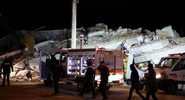 زلزال قوي يضرب المنطقة الحدودية بين تركيا وإيران