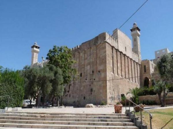 قوات الاحتلال تنصب خياماً قرب الحرم الإبراهيمي في الخليل