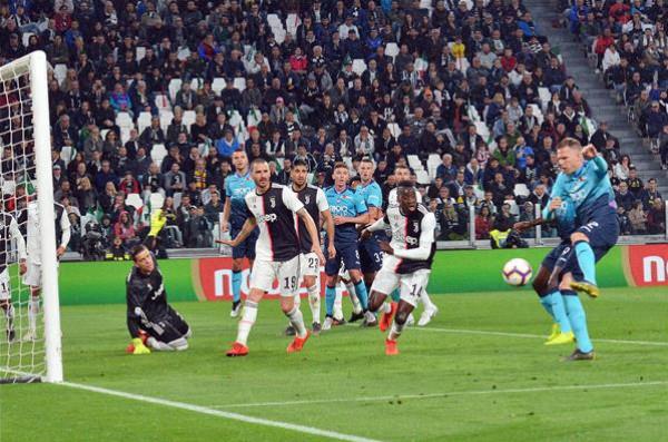 فيروس (كورونا) يؤجل مباريات في الدوري الإيطالي