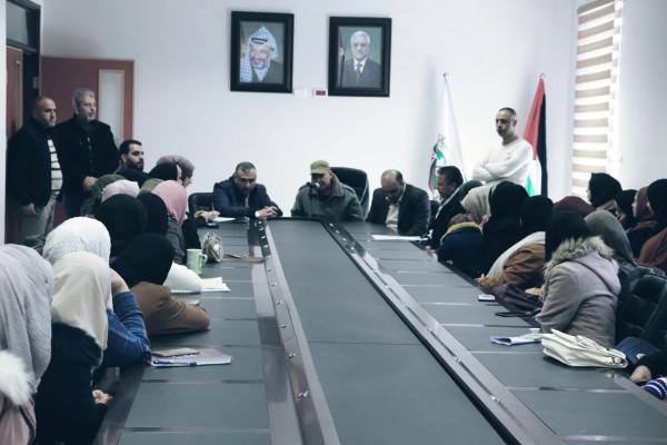 فتح اقليم سلفيت توزع مساعدات مالية للطلبة المحتاجين في المحافظة