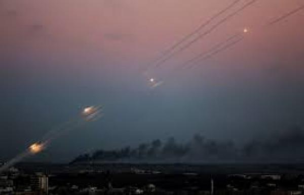 شاهد: لحظة سقوط الصواريخ في مناطق غلاف غزة