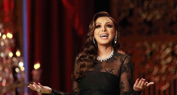 معجبة كويتية توجه سؤالا محرجا لزوج أنغام خلال حفلها