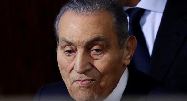 محامي مبارك يكشف تطورات حالته الصحية وحقيقة إصابته بورم