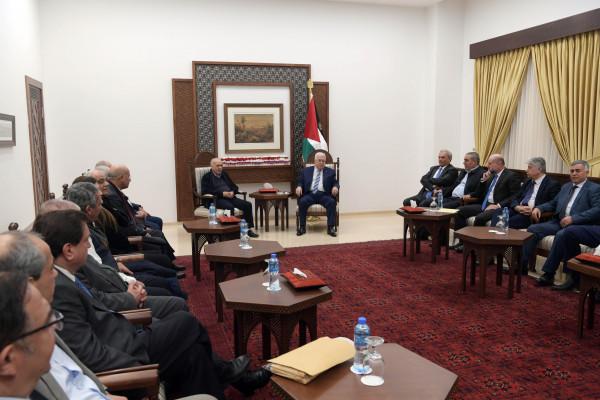 """الرئيس عباس لـ """"لجنة التواصل"""": العمل الذي تقومون به وطني بكل المقاييس"""